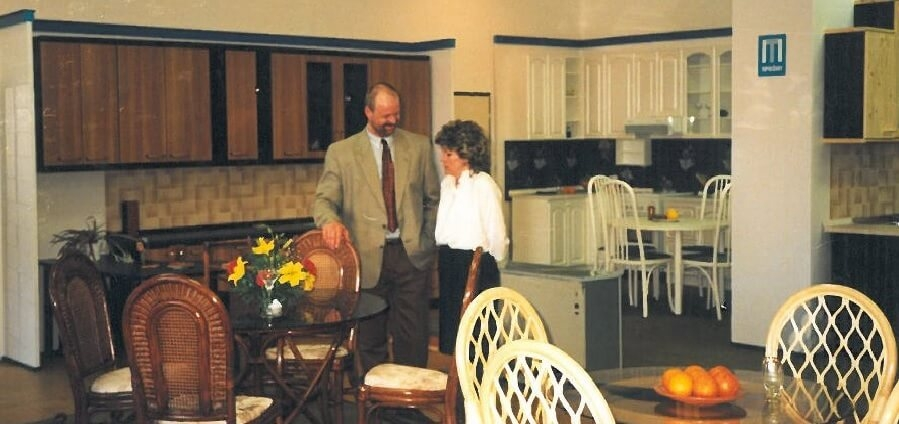 Otvorenie predajne vo Zvolene 1995
